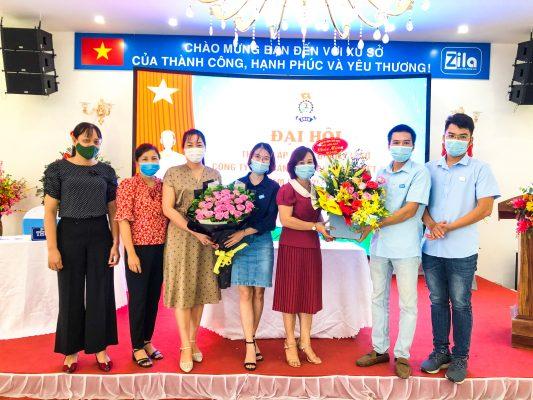 Đại Diện Các công đoàn xã, trường tặng hoa chúc mừng CDCS Zila Vietnam
