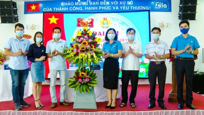 Đại Diện Lãnh Đạo Huyện tặng hoa chúc mừng CDCS Zila Vietnam